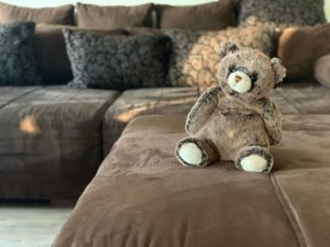 Hilfe – ein neues Sofa muss her – Invasion der Fleckenzwerge