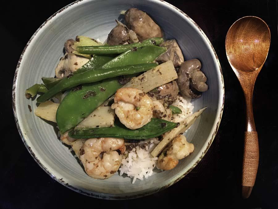 asiatische k che wir kochen heute im wok naaa mama